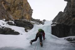 Der dritte Aufschwung, obenraus fein zu klettern, aber viel Styrofoam Ice. Für vllt. 5 Meter nicht zu sichern aber auch nicht mehr steil