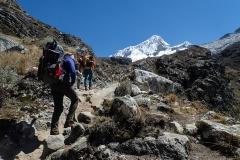 Nevado Pisco (5752 m) im Hintergrund - Aufstieg zum Refugio Peru (=Pisco, 4680 m)