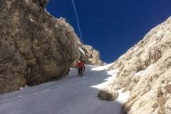 Wir nehmen die Rinne links um zum Klettersteig zu kommen