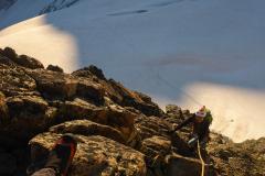 Die Kletterei ist nie schwer, immer griffig und mit Bohrhaken (fürs führen) gesichert. Wir sind mit 5 Exen plus Cams lila/grün/rot alles gleitend gegangen