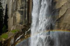 Nach zwanzig Minuten kommt de erste Wasserfall...