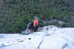 Früh amnächsten Morgen dann 180m steiles Jumarn und ab in die 5. Seillänge. Tagesziel ist der Dolt Tower